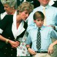 Diana (trois ans avant sa mort) et son fils le prince William à Wimbledon.