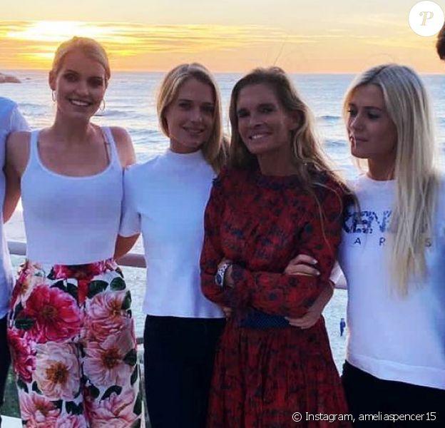 Les jumelles Eliza et Amelia Spencer, leur soeur Kitty Spencer et leur frère Louis, avec leur mère Victoria Lockwood, sur Instagram.