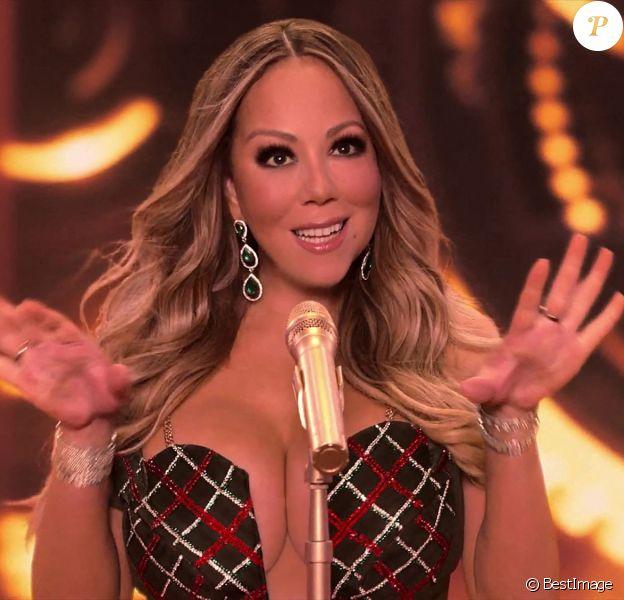 Captures d'écran du clip de noël de Mariah Carey, Oh Santa !