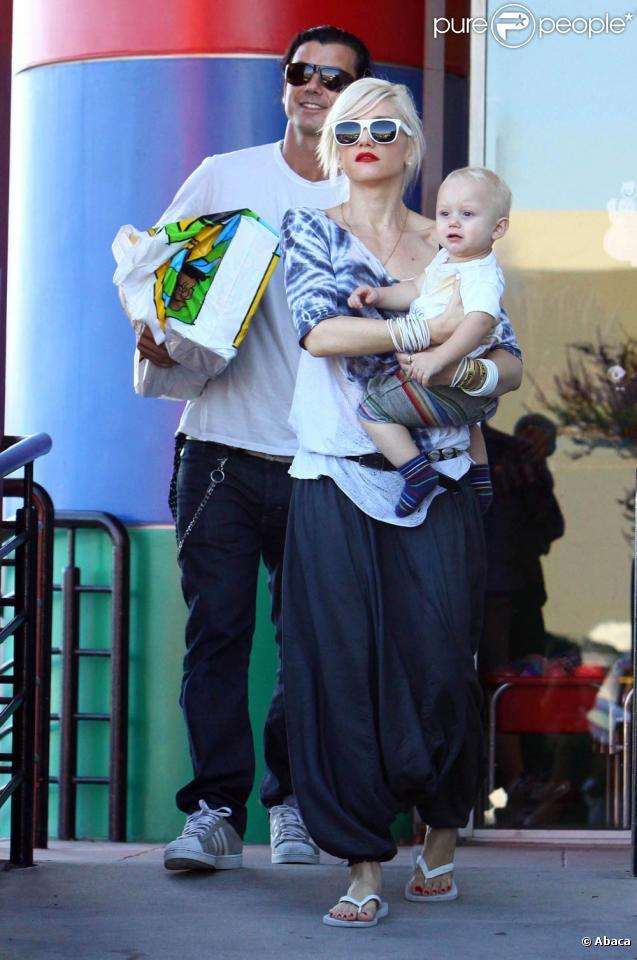 Gwen Stefani et Gavin Rossdale et leur petit Zuma font du shopping le 17 octobre 2009