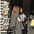 Exclusif - Angelina Jolie et sa fille Zahara Jolie-Pitt s'offrent une journée shopping mère-fille à Los Angeles. Le 16 janvier 2021.