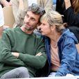Exclusif - Karin Viard et Manuel Herrero dans les tribunes des internationaux de France de tennis de Roland Garros à Paris en juin 2019. © Jacovides-Moreau/Bestimage