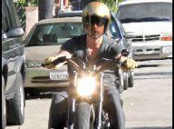 Brad Pitt : encore un accident de moto... avec un paparazzi ! Faux ! regardez, il est tombé tout seul ! (réactualisé)