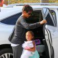 Halle Berry enceinte et sa fille Nahla se rendent au cinéma voir le film Turbo à Century City, le 24 juillet 2013.