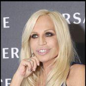 Donatella Versace : Première boîte de nuit à 10 ans et le même vice que... Carla Bruni !