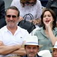 Jean Dujardin et sa femme Nathalie Péchalat dans les tribunes lors de la finale messieurs des internationaux de France de tennis de Roland Garros 2019 à Paris le 9 juin 2019. © Jacovides-Moreau/Bestimage