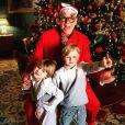 Charlene de Monaco adressé ses meilleurs voeux après Noël sur Instagram, avec une photo d'Albert de Monaco déguisé et avec leurs jumeaux Jacques et Gabriella. Le 26 décembre 2020.