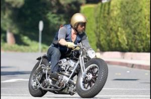 Brad Pitt : son accident de moto... seconde par seconde ! C'est vraiment pas un pro de la bécane !