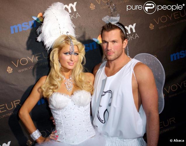 Paris Hilton et Doug Reinhardt d'une classe quasi surnaturelle le 31 octobre à Los Angeles !