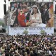 La foule réunie à Londres, sur Trafalgar Square, le jour du mariage de Kate Middleton et du prince William, le 29 avril 2011.