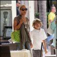 Barbara Feltus et son fils Elias, qu'elle a eu avec Boris Becker, à Miami le 16 octobre 2009 !