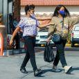 Exclusif - Christina Milian, enceinte et accompagnée de sa fille Violet, fait le plein d'essence dans une station service de Los Angeles, le 15 avril 2021.