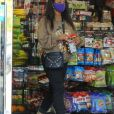 Exclusif - Christina Milian, enceinte, fait le plein d'essence dans une station service de Los Angeles, le 15 avril 2021.