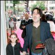 Yvan Attal et sa fille Alice à Paris en 2008.
