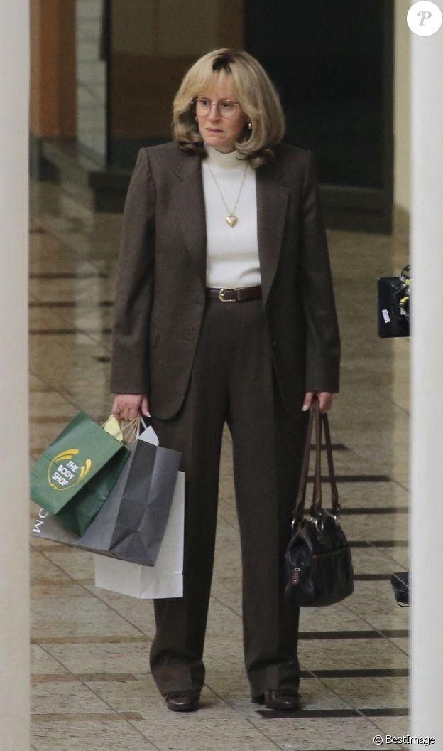 """Exclusif - Sarah Paulson sont sur le tournage de la série """"American Crime Story : Impeachment"""" à Los Angeles, le 26 avril 2021."""