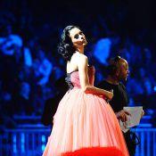 Katy Perry aux EMA's 2009 : Admirez ses courbes... délicieusement enveloppées dans des tenues sexy !