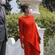 """Le roi Felipe VI et la reine Letizia d'Espagne remettent le prix de littérature """"Miguel de Cervantes"""" au poète espagnol Francisco Brines à Oliva, Espagne, le 12 mai 2021."""
