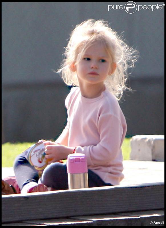 Violet Affleck s'amuse dans un parc de Santa Monica, le 6 novembre 2009