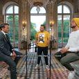 Mcfly et Carlito ont défilé Emmanuel Macron dans un concours d'anecdotes après leur pari, à l'Elysée.