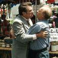 Eddy Mitchell et Michel Serrault dans  Le bonheur est dans le pré  en 1995, un film d'Etienne Chatiliez.