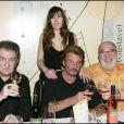Exclusif : Eddie Mitchell, Johnny Hallyday, Mathilde seigner et Carlos. Dégustation de vin au restaurant de Johnny et son associé Claude Bouillon, le Rue Balzac !