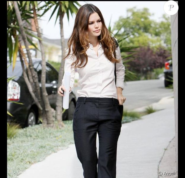 Rachel Bilson version working-girl remporte tous les suffrages de la rédaction !