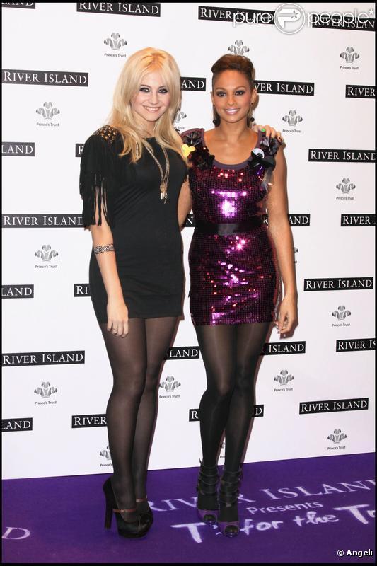 """Pixie Lott et Alesha Dixon à la soirée de lancement du t-shirt """"de charité"""" River Island, à Londres le 11 novembre 2009"""