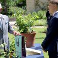 Le prince Charles, prince de Galles, visite le jardin botanique de l'université d'Oxford, Royaume Uni, le 8 juin 2021, à l'occasion de son 400ème anniversaire.