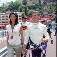 Les journalistes arrivent facilement à franchir la ligne d'arrivée dans le coeur des pilotes de Formule 1... Karen a eu raison de quitter les plateaux télé pour les circuits... Car avec le pilote anglais David Coulthard, ça roule !