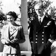 La reine Elizabeth II et son défunt mari, le prince Philip, duc d'Edinbourgh, au jardin de la Villa Guardamangia à Malte. Le 25 novembre 1949.