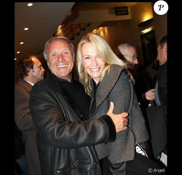 Estelle Lefébure et Yves Rénier lors de l'avant-première le 9 novembre 2009 du téléfilm de TF1, Otages