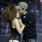 Enrique Iglesias a les mains TRES baladeuses... devant Paulina Rubio toujours craquante !