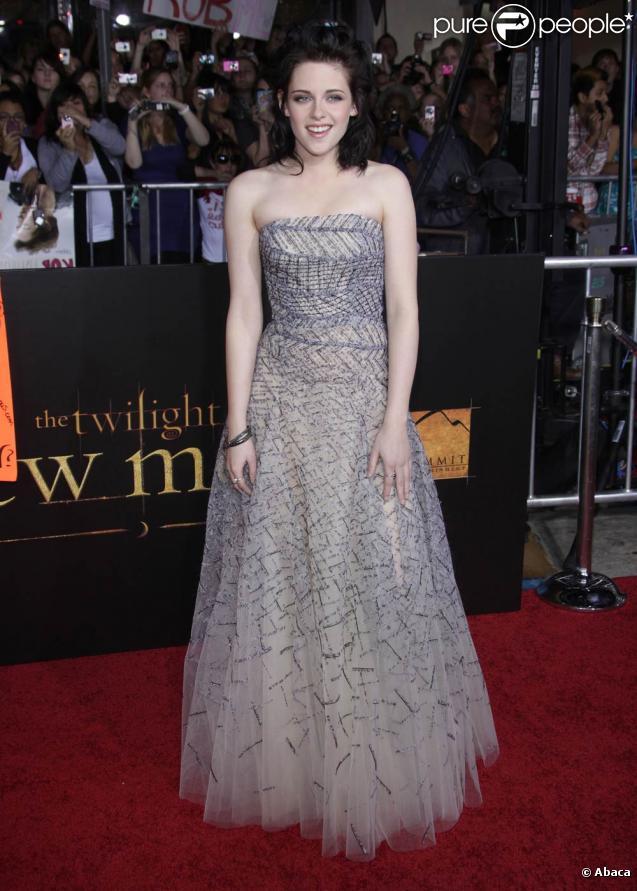 La ravissante Kristen Stewart, lors de l'avant-première de  Twilight 2 - Tentation , qui s'est tenue au Graumann's Chinese Theatre, à Los Angeles, le 16 novembre 2009.