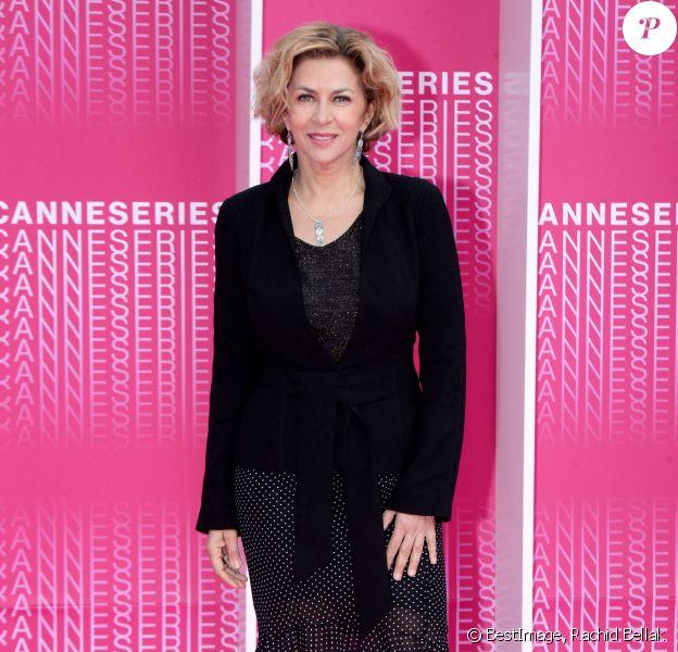 """Corinne Touzet durant le """"Pink Carpet"""" des séries """"Aqui En La Tierra"""" et """"Cacciatore The Hunter"""" lors du festival """"Canneseries"""" à Cannes © Rachid Bellak/Bestimage"""