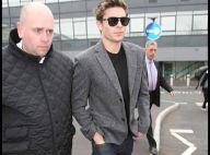 Sa mèche, ses lunettes, sa veste... Zac Efron nous fait bien penser à quelqu'un, mais qui ?