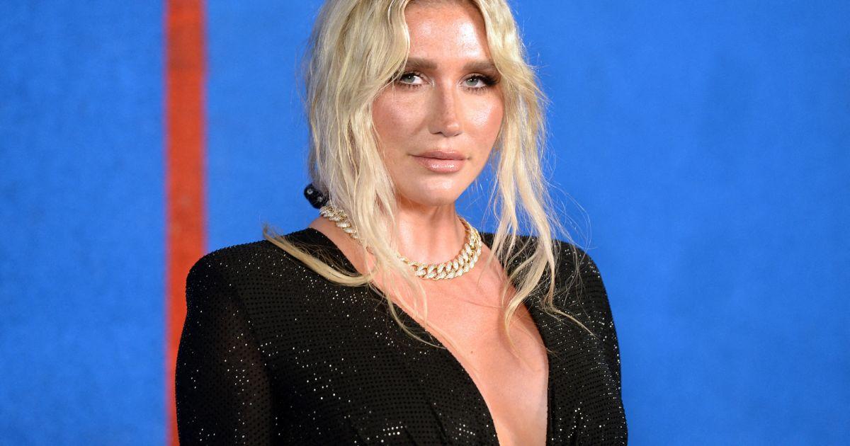 Kesha amincie : la star dévoie sa nouvelle silhouette en petite robe noire