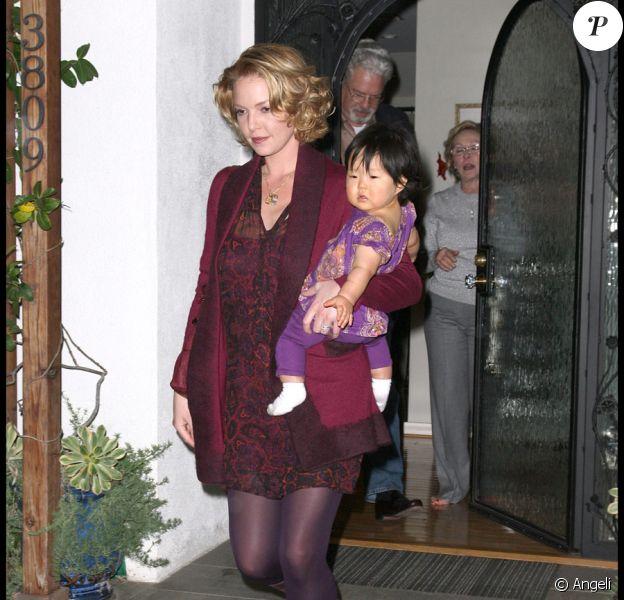 Katherine Heigl, avec sa fille Naleigh, fêtant l'arrivée du bébé de sa soeur à Los Feliz le 22 novembre 2009
