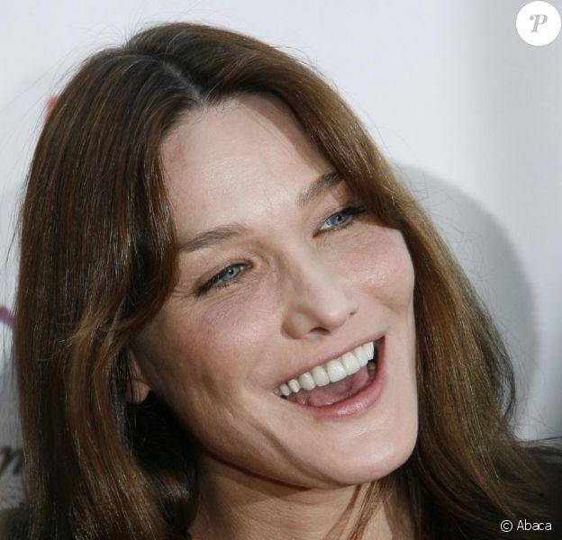 Carla Bruni qui était au Grand Journal sur Canal+ le 23 novembre 2009