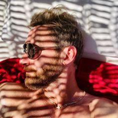 David Guetta se prélasse à Mykonos et montre les muscles ! Août 2021.