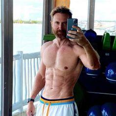David Guetta, 53 ans, possède un corps d'athlète ! Il l'expose sur Instagram et suscite le respect de milliers d'internautes.