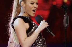 Regardez la leçon de style de Shakira : tapis rouge, récompense et live... Elle est parfaite !