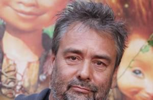 Regardez Luc Besson revenir sur la maladie de sa fille, l'assassinat du