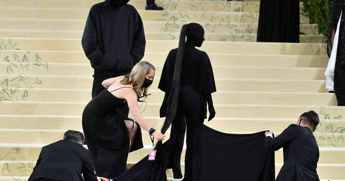 Kim Kardashian totalement recouverte au Met Gala 2021