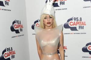 Lady GaGa : Regardez entre le latex et le PVC ultra sexy, elle n'a pas su choisir ! La bête foldingue est de sortie...