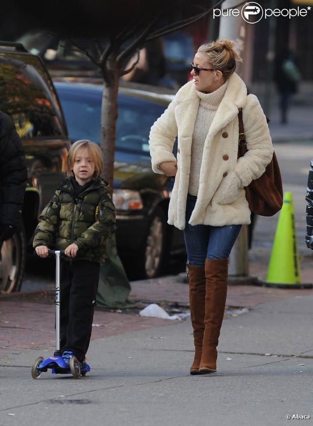 Kate Hudson et son fils Ryder à New York, le 7 décembre 2009