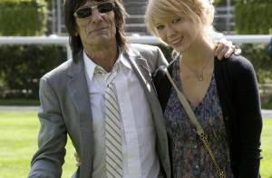 Ronnie Wood : Le guitariste des Rolling Stones qui s'est battu avec sa compagne... n'a eu qu'un simple avertissement ! (réactualisé)
