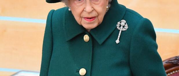 Elizabeth II hospitalisée : Buckingham Palace donne de ses nouvelles