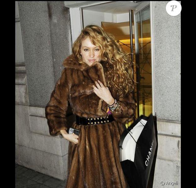 Paulina Rubio à la sortie du magasin Chanel à Madrid le 18 décembre 2009