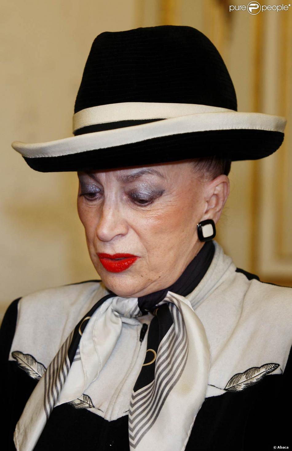 nouveau scandale miss france genevi ve de fontenay va t elle en manger son chapeau. Black Bedroom Furniture Sets. Home Design Ideas