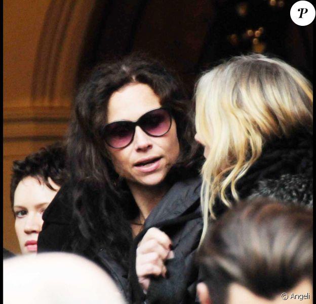 Minnie Driver, mercredi 23 décembre, aux funérailles de son papa Ronnie, à l'Eglise Saint-Paul, à Londres.